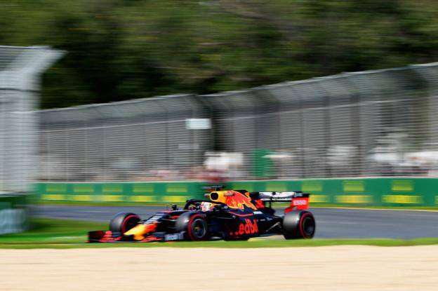 Verstappen gebruikte partymode bij inhalen Vettel: 'Maar wil Renault niet afzeiken'