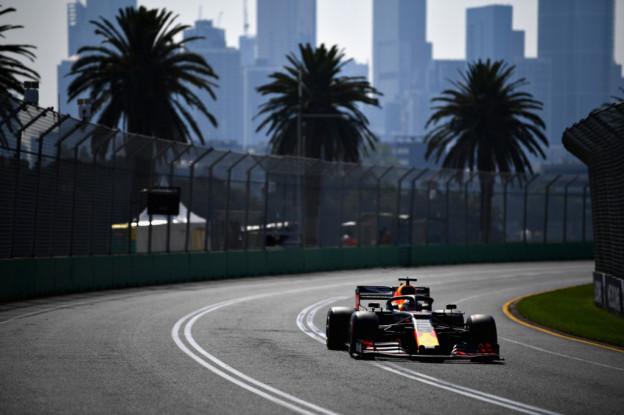 Hamilton pakt poleposition in Australië, Verstappen vanaf P4