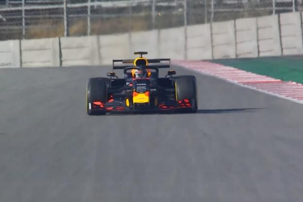 F1 Live 15:00 uur | De eerste testdag in Barcelona - Sainz zorgt voor rode vlag