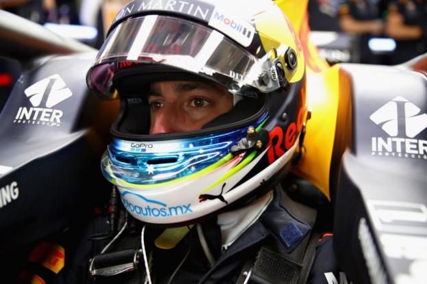 Update | Ricciardo heeft gridstraf te danken aan marshall in Mexico