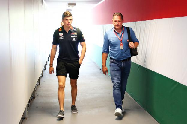 Jos Verstappen: 'Toekomst Max bij Red Bull hangt af van prestaties in 2020'
