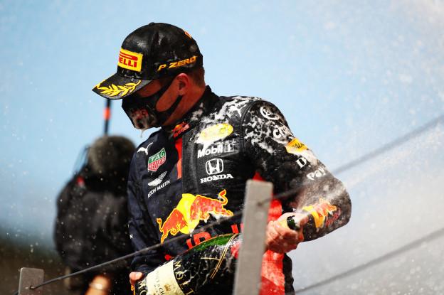 Buitenlandse media positief over Verstappen: 'Max had gewonnen zonder laatste pitstop'