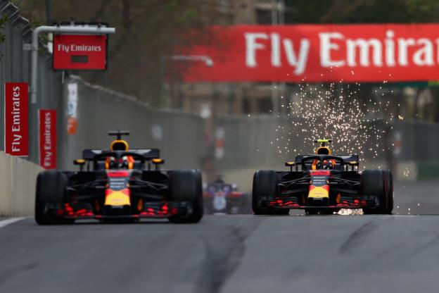 Vorig Jaar   Botsing Verstappen en Ricciardo zorgt voor Baku-drama