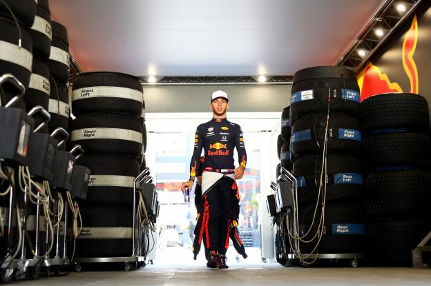 Ricciardo ziet Gasly niet tippen aan Verstappen: 'Misschien is dat een reden?'