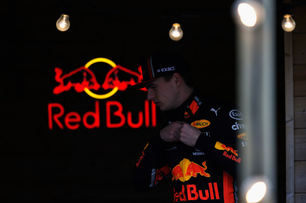 Boordradio Verstappen: 'F*ck him! He also f*cked my lap, so he can wait as well'