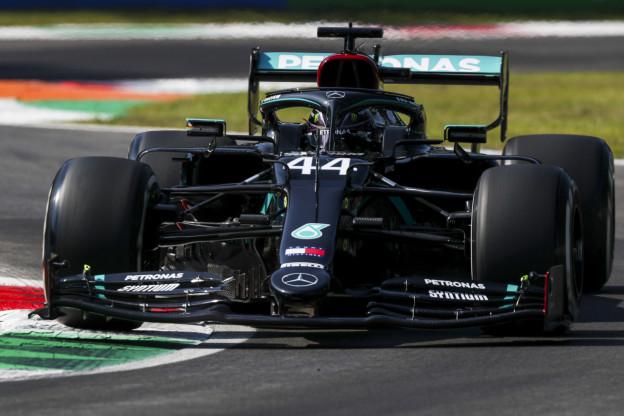 Update | Mercedes: 'Raakten niet in paniek van brandende remmen Hamilton'