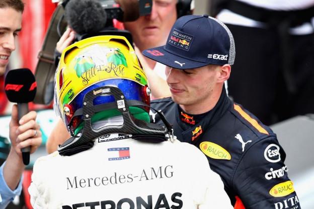 Hamilton: 'Max strijdt om de titel als Red Bull hem een goede auto geeft'