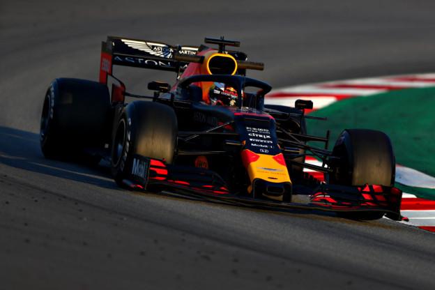 Verstappen kampt met acceleratieproblemen terwijl Mercedes regeert tijdens tweede training
