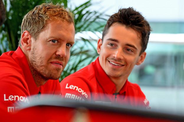 Leclerc helder richting teamgenoot: 'Mercedes kon spel spelen door spin Vettel'