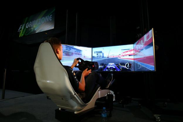 Norris en Kodric winnen simrace op Silverstone, De Vries valt uit