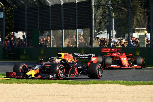 Safety car hielp Verstappen; strategie Ferrari viel in het water
