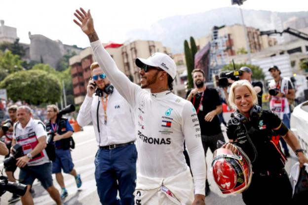 Hamilton is alert: 'Honda goed op weg met motor, Red Bull sterk in de bochten'
