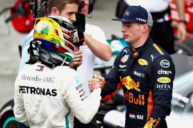 Hamilton waakt voor nieuwe generatie: 'Verstappen wil de titel stelen'
