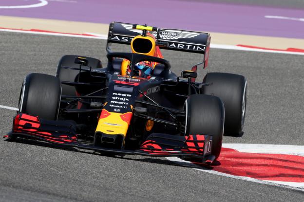 VT2 | Bottas rijdt snelste tijd in tweede vrije training, Verstappen knap derde