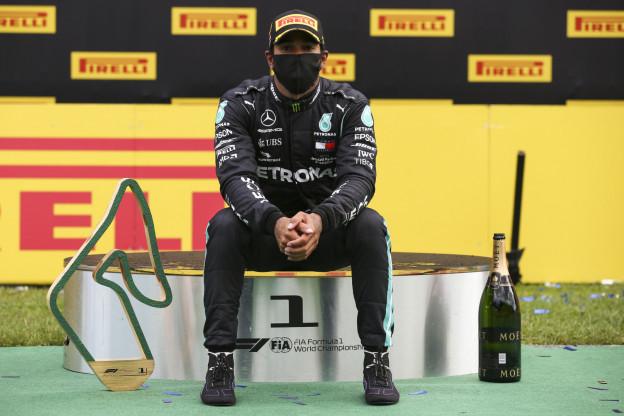 Hamilton: 'Ik heb dan liever dat ze de trofee naar me gooien'