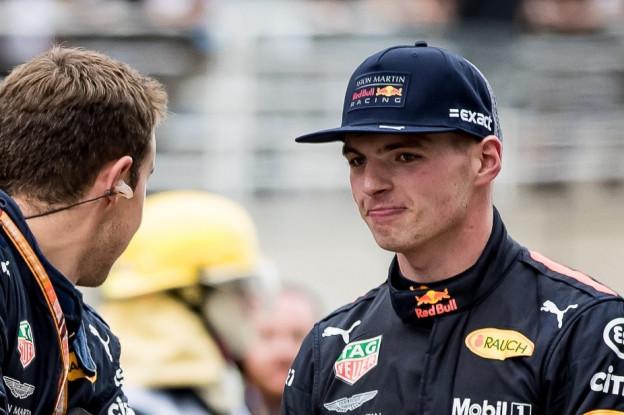 Verstappen volbrengt FIA-taakstraf bij bijeenkomst stewards: 'Mijn les geleerd'