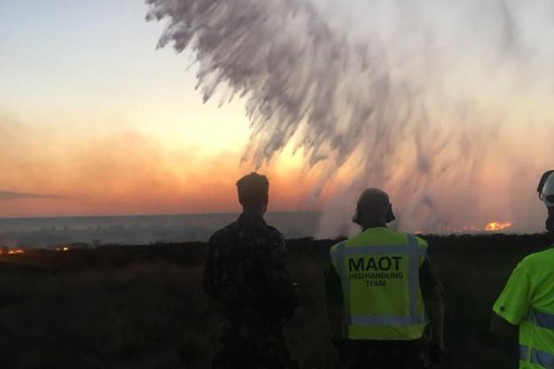 Chinook assisteert bij duinbrand Heemskerk | Brandweer geeft sein brand meester