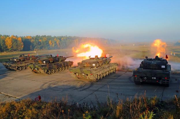 Video | Vier Leopard 2- tanks vuren symbolisch eerste schot af
