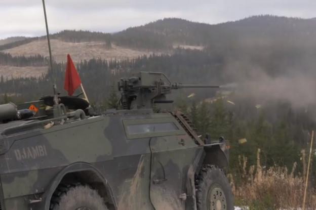 Nederlandse Fenneks oefenen op schietbaan in Noorwegen