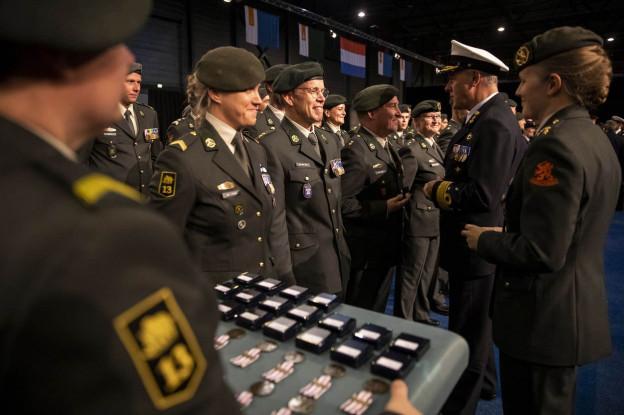Militairen ontvangen herinneringsmedaille voor internationale missies